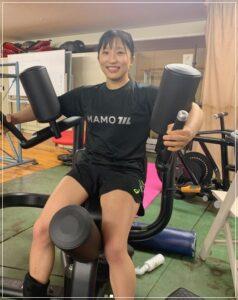 トレーニングをする須崎優衣